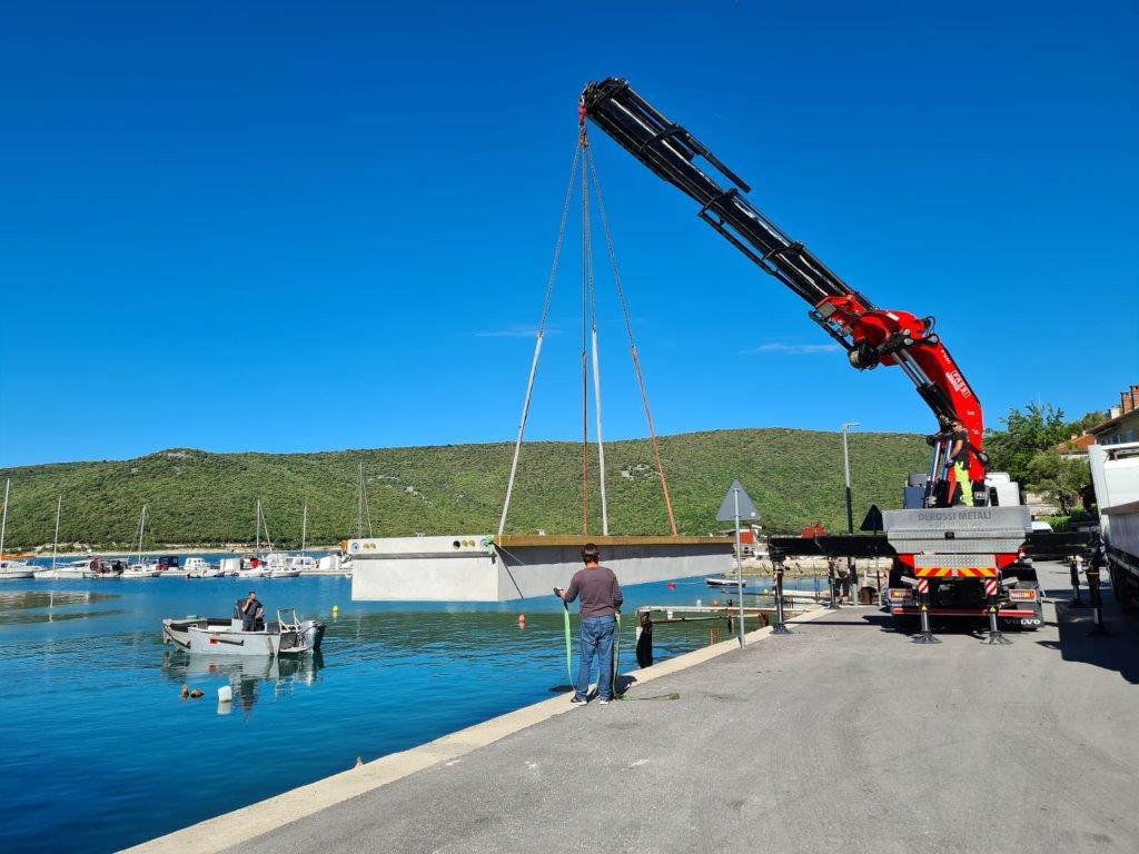 Spustanje-pontona-u-more-TRGET-II